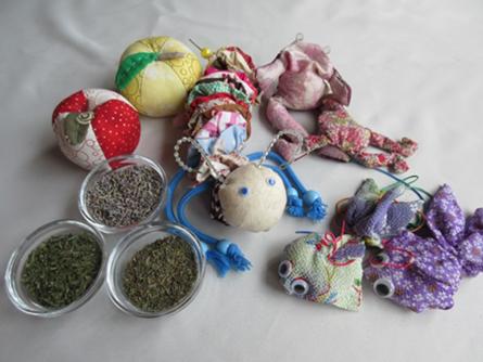 抗菌・殺菌・鎮静効果などがあるといわれるハーブを入れた子供のおもちゃ